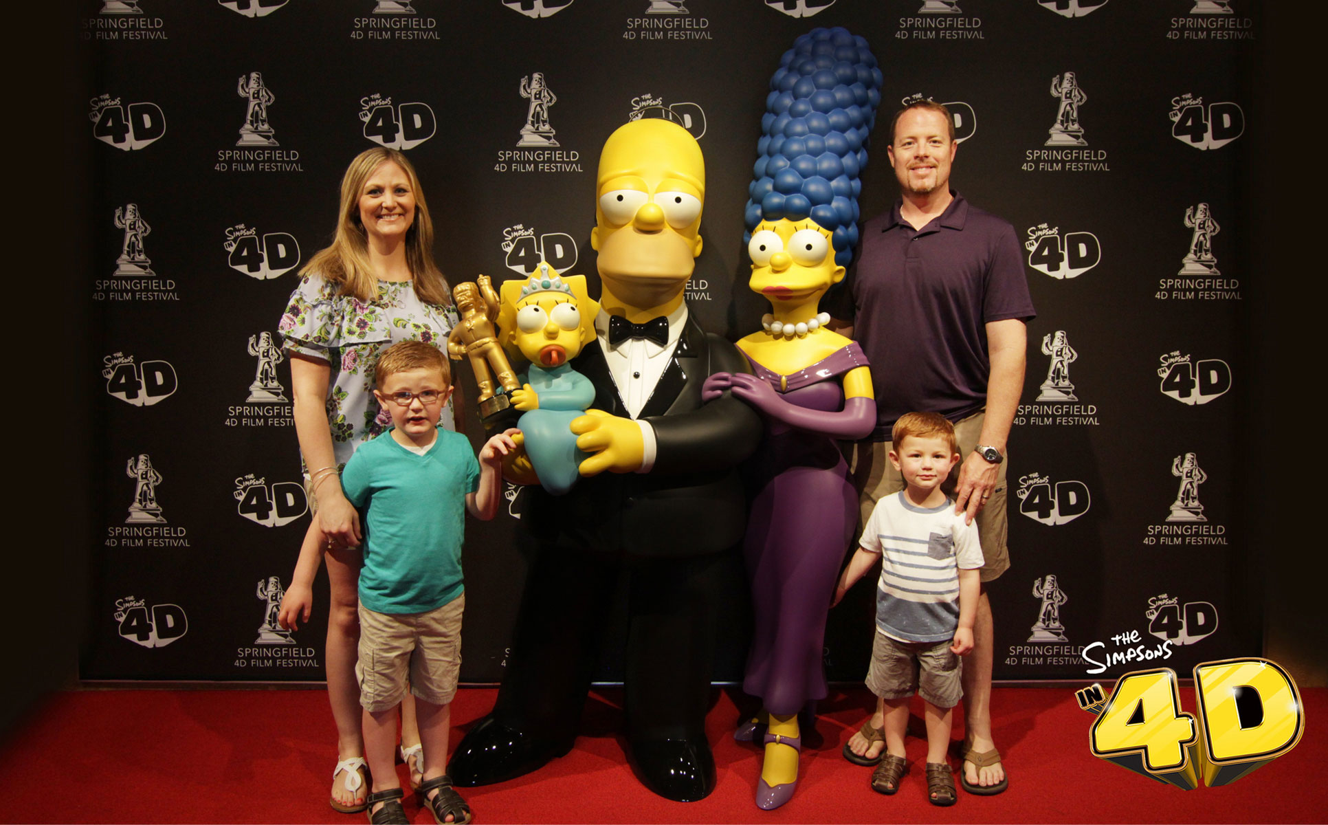 family posing with homer, marge, and maggie